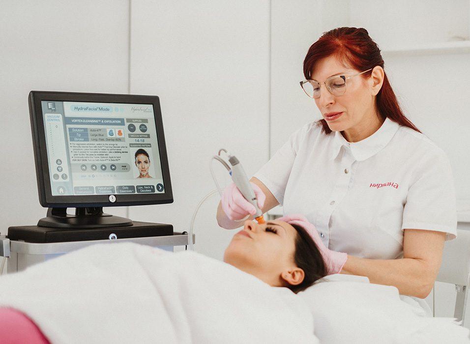 Почистване на лице с Хидрафейшъл / Hydrafacial